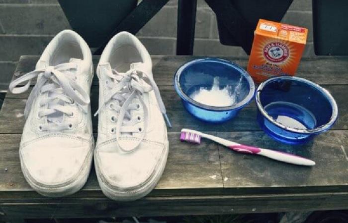 Эффективное средство, которое поможет избавиться от запаха и сделать обувь как новой. /Фото: vkurselife.com