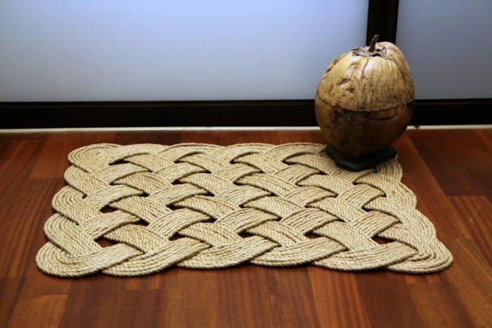 Красивое плетение и немного свободного времени полностью преобразят любую комнату. /Фото: izdoski.com