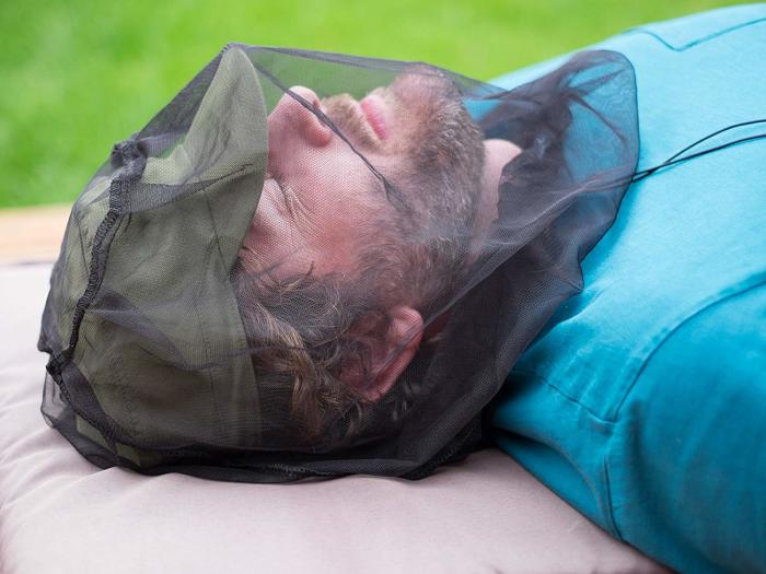 Хорошее средство для тех, кто должен часами бывать на свежем воздухе, например, рыбаков. /Фото: images-na.ssl-images-amazon.com