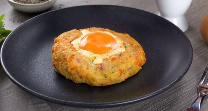 Банальные пюре и яичница с такой подачей становятся аппетитнее. /Фото: https://www.youtube.com/watch?v=rqkOs-6SwuA /Вкусное дело