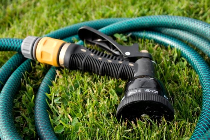 Поливать не сложно, главное определиться с периодичностью. /Фото: master-sam.com