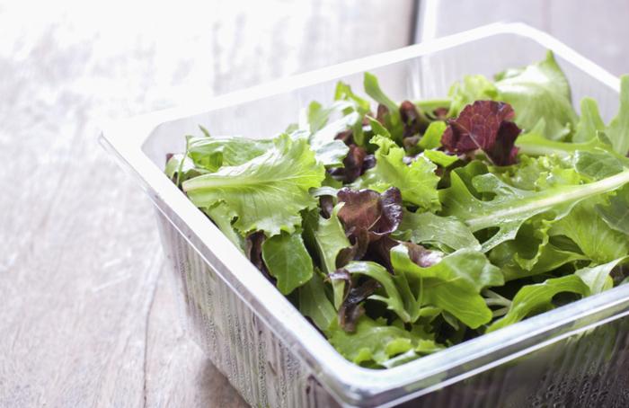 Любую зелень можно сделать более свежей и красивой. /Фото: bm.img.com.ua