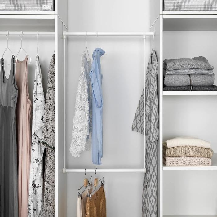 Дополнительные платяные штанги помогут поддерживать в гардеробе идеальный порядок. /Фото: ikea.com