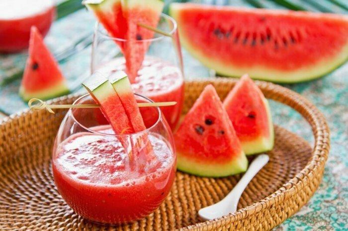 Сок арбуза весьма полезен для внутренних органов. /Фото: i.pinimg.com