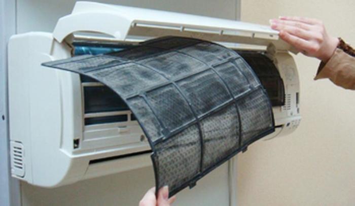 Чистку кондиционера можно выполнять самостоятельно. /Фото: images.izi.zone
