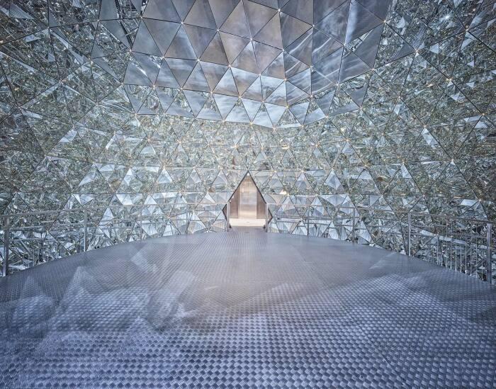 Хрустальный купол – популярное место для проведения свадеб. /Фото: kristallwelten.swarovski.com
