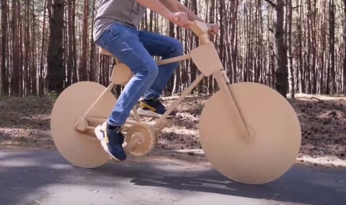 Работа над велосипедом заняла 200 часов. / Фото: youtube.com/watch?v=CcvFpbh2fjE&t=194s