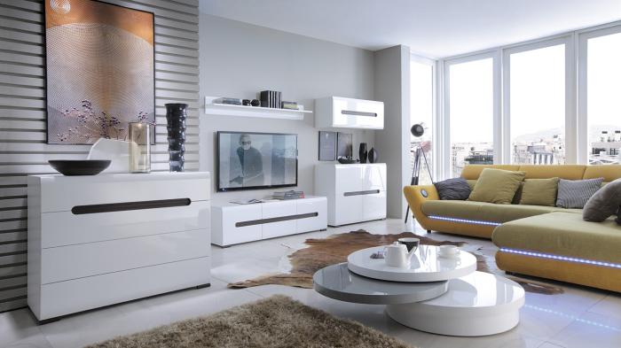 Лучше использовать компактную мебель, чтобы разгрузить пространство. /Фото: mebelbrw.by