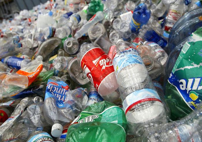 В мире огромное количество пластиковых отходов, которые угрожают экологии. /Фото: i0.wp.com