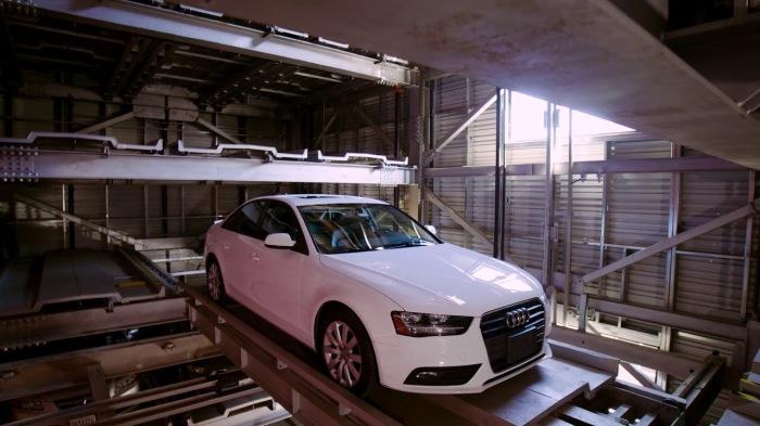 Машины на паркинге CityLift Parking автоматически поднимает и опускает грузовой лифт. /Фото: i.ytimg.com