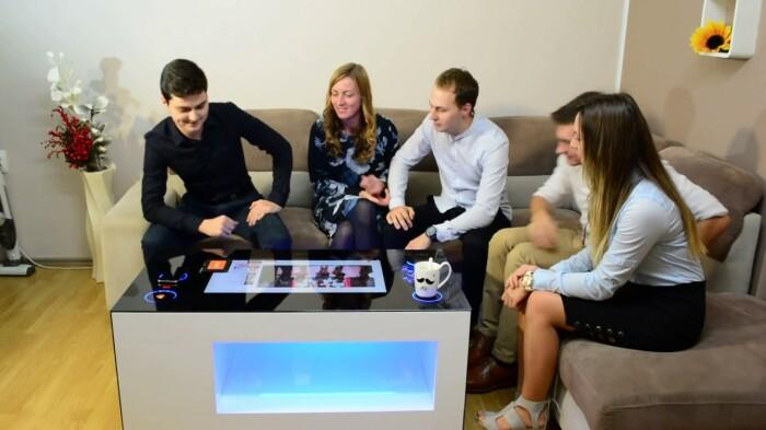 Кофейный столик, который может удивить и позаботиться. /Фото: i.ytimg.com