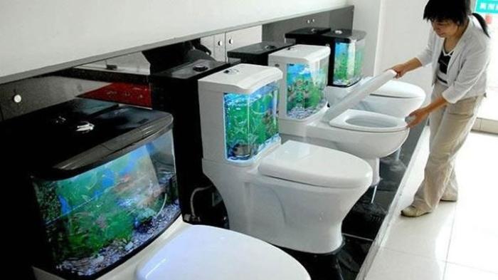 Необычное, но вряд ли хорошее решение для туалетной комнаты. /Фото: i.ytimg.com