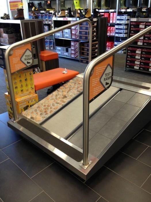 С таким дополнением в магазине обувь выбирать станет гораздо проще. /Фото: i.pinimg.com