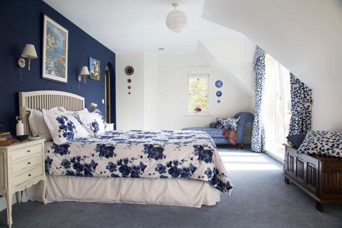 Чтобы выделить какую-либо зону, добавьте узорчатого текстиля. /Фото: homester.com.ua