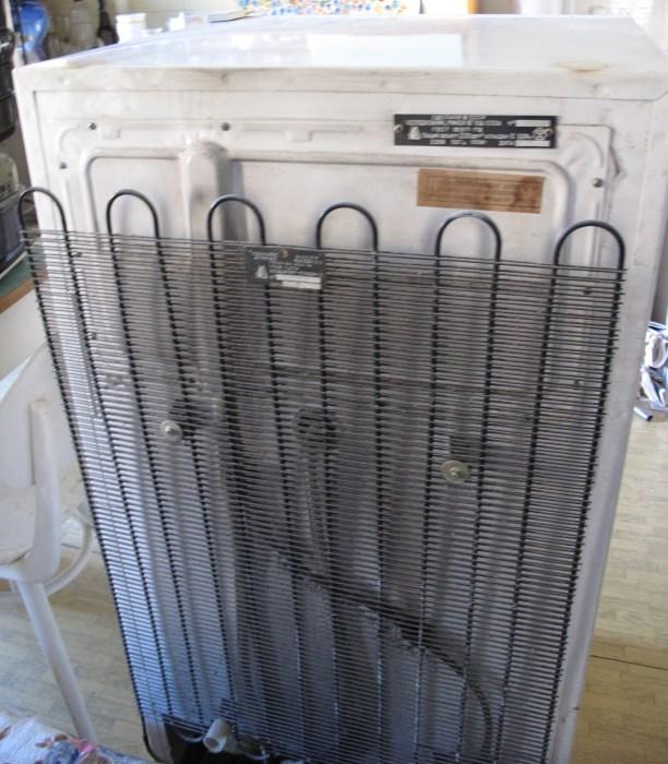 Холодильные катушки нужно регулярно чистить. /Фото: upload.wikimedia.org
