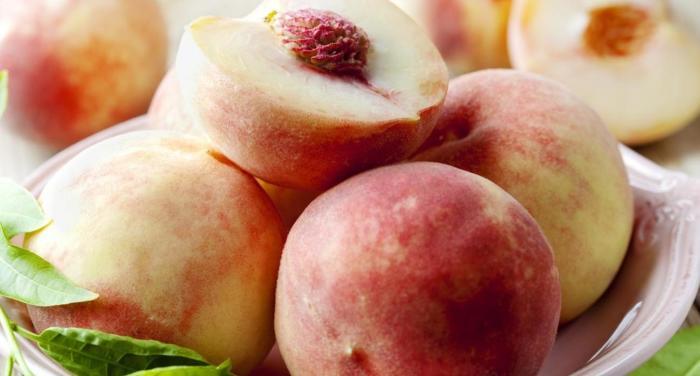 Современными персиками можно лакомиться долго. /Фото: yandex.ru