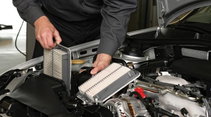 Нельзя экономить на своевременной замене воздушного фильтра. /Фото: osceolagarage.com