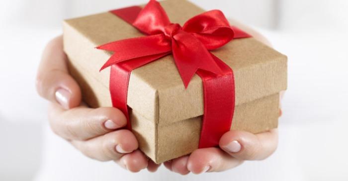 Подарки близким людям — хороший повод для траты денег. /Фото: bestsemya.ru