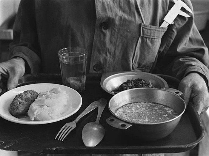 В многочисленных столовых на территории страны подавали почти одни и те же блюда. /Фото: pp.userapi.com