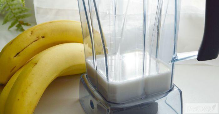 Из банана можно сделать вкусный и полезный напиток. /Фото: midwestmodernmomma.com
