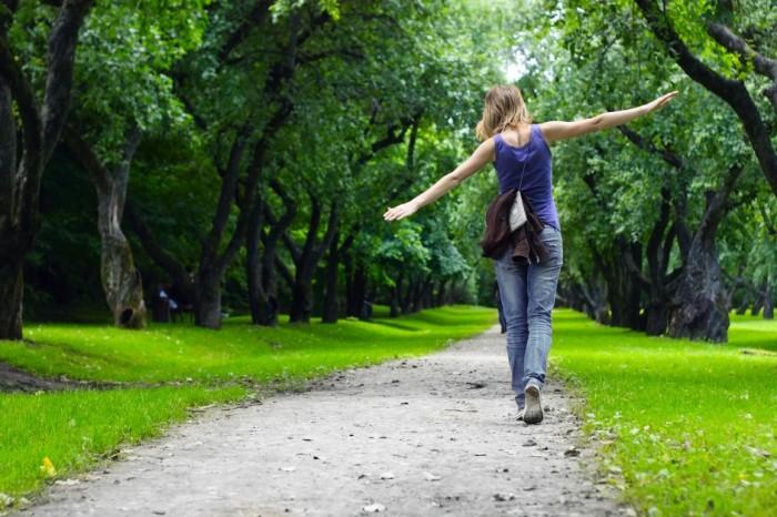Прогулка — польза для кошелька и здоровья. /Фото: stepzapp.com