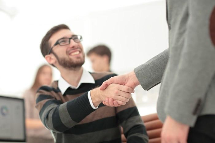 Кто-нибудь из друзей обязательно выручит. /Фото: i0.wp.com