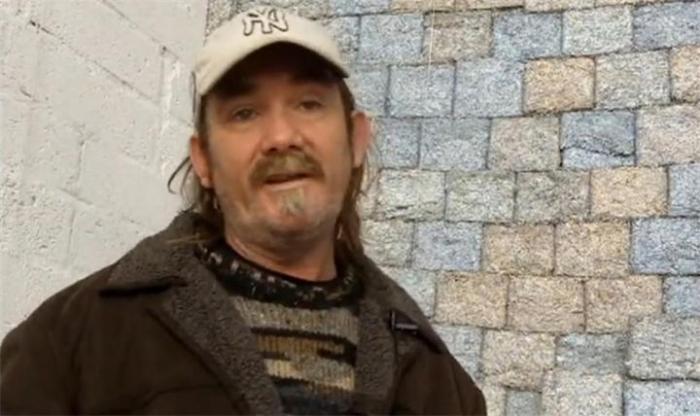 Фрэнк Бакли на фоне денежной стены. /Фото: ru4.anyfad.com