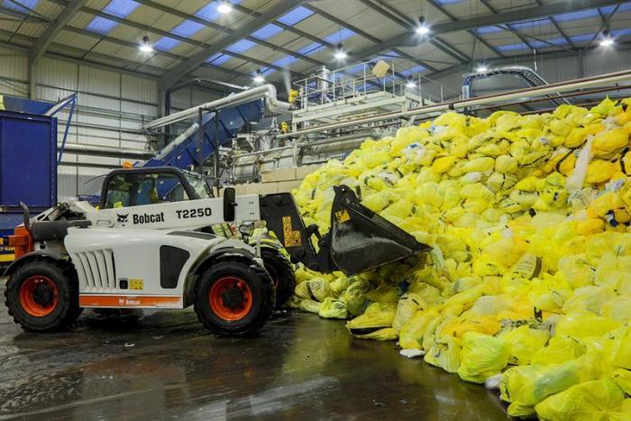 Завод по производству черепицы из использованных памперсов. /Фото: e2k9ube.cloudimg.io