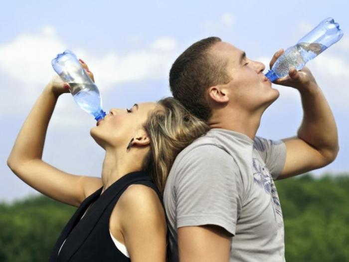 К совету «нужно пить больше воды» нужно относиться с опаской. /Фото: estaticos.muyinteresante.es