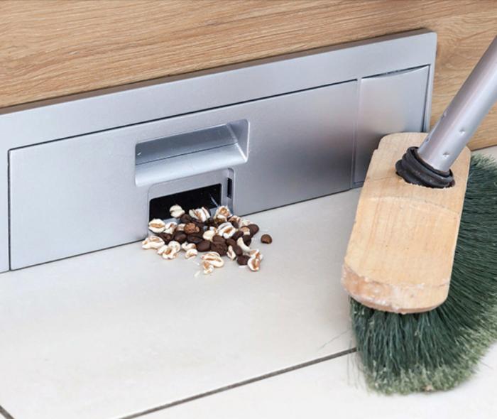 Компактный пылесос, с которым на кухне становится чище и уютнее. /Фото: infokids.com.cy