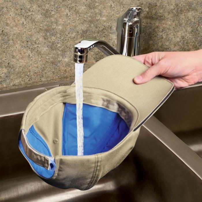 Можно просто надеть мокрую кепку на голову — холодок пробежит по всему телу. /Фото: images.britcdn.com