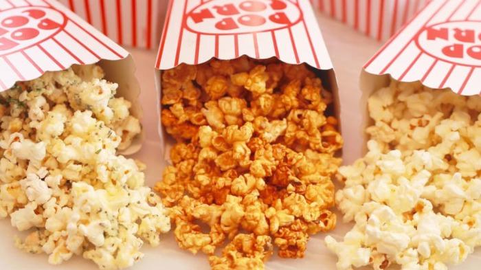 Покупая попкорн в кинотеатре мы сильно переплачиваем. /Фото: biggerbolderbaking.com