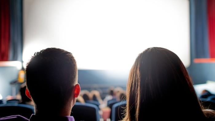 Влюбленным парочкам не будет покоя на последнем ряду. /Фото: i.amz.mshcdn.com