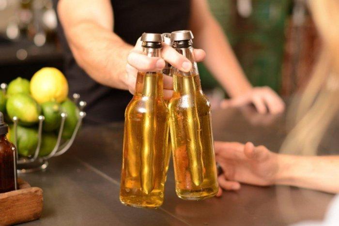 Как держать правильно точно знают бармены. /Фото: magmens.com