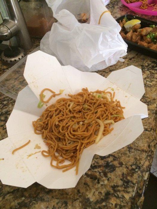 Даже если под рукой нет тарелки — не беда! /Фото: pbs.twimg.com