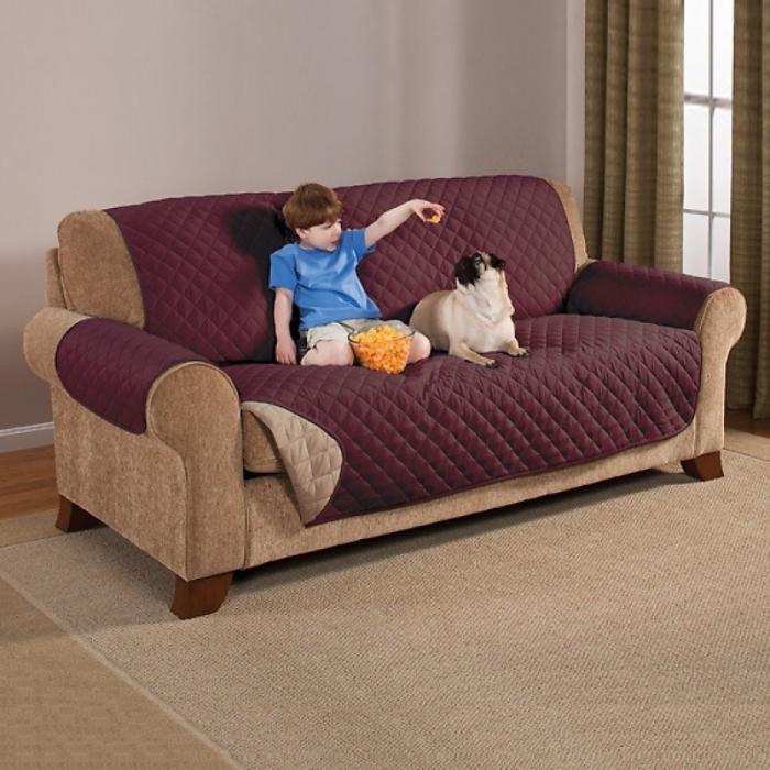 Смотрится стильно и надолго сохраняет мебель в первозданном виде. /Фото: www.bravotextil.ru