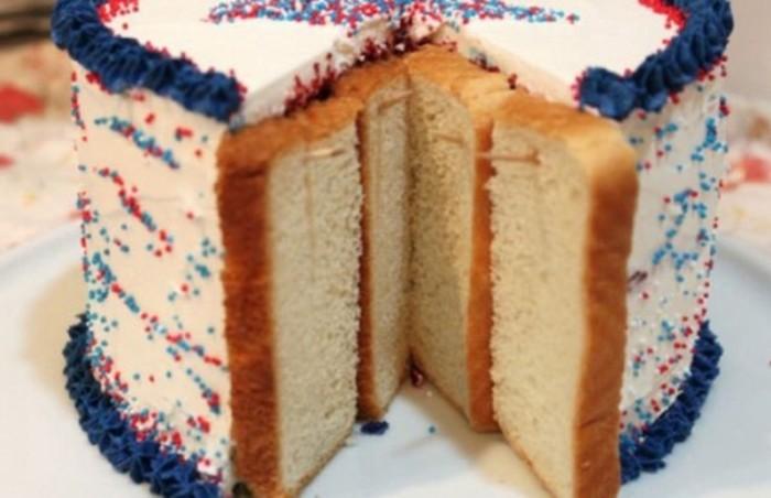 Хлеб защитит ваш вкусный тортик. /Фото: img1.goodhouse.ru