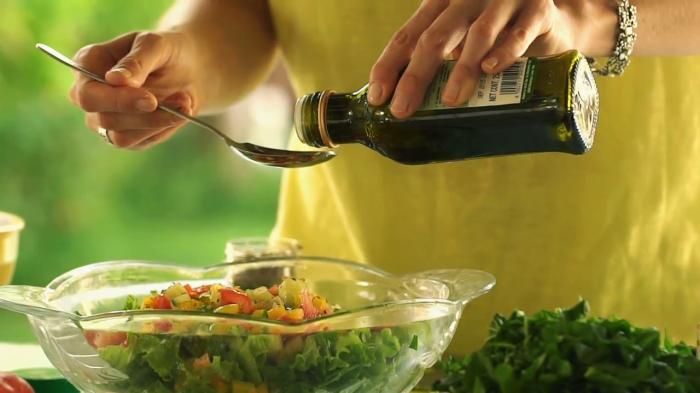 Любая трапеза становится еще вкусней, если к ней в придачу идет парочка особых дополнений. /Фото: wikihow.com