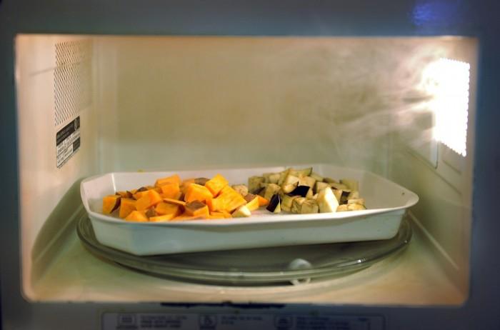 Добавив пищевую пленку можно добиться парникового эффекта. /Фото: washingtonpost.com