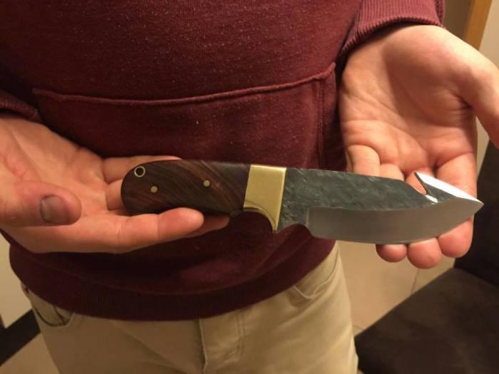 Опасно оставлять свои отпечатки на чужом оружии. /Фото: imgix.ttcdn.co