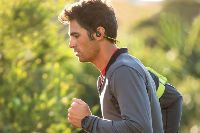 Наушники легче всего потерять при активном отдыхе. /Фото: cdn.hiconsumption.com