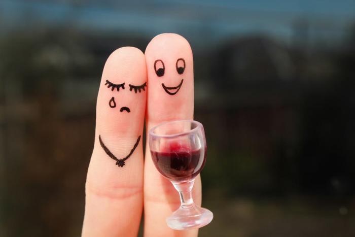 Алкоголь помогает или мешает заснуть? /Фото: images.theconversation.com