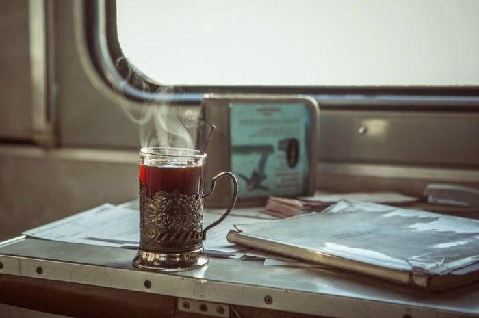 Граненый стакан в мельхиоровом подстаканнике - вечная классика. /Фото: новостиалтая.рф