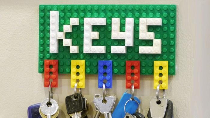 К созданию такой ключницы можно привлечь детей. /Фото: i.ytimg.com