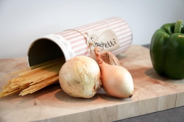 Банку легко декорировать, чтобы она вписалась в кухню. /Фото: happystekkie.nl