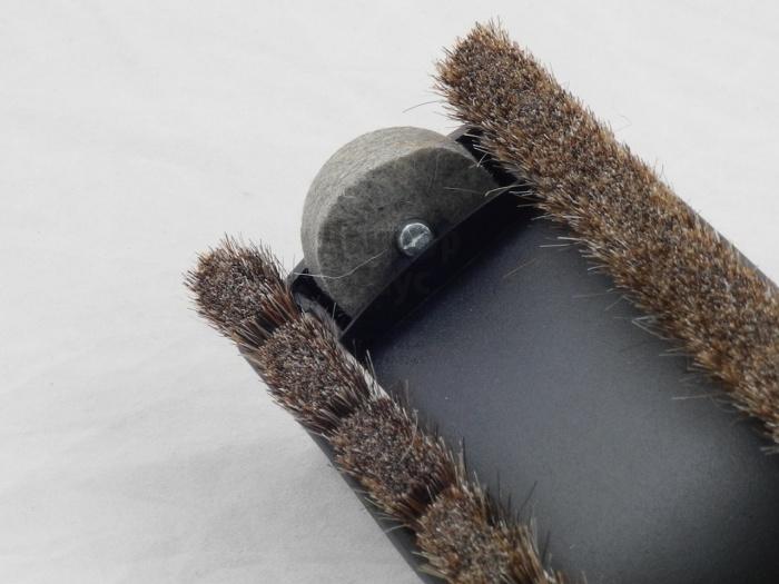 Щетка должна быть чистой и исправно двигаться. /Фото: doctor-h.com.ua