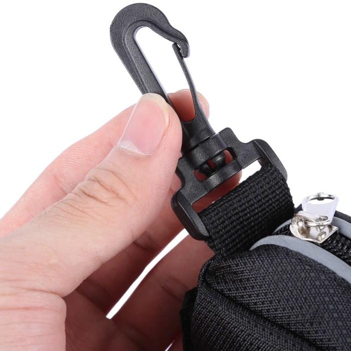 Карабин на сумку — любая обувь будет под рукой. /Фото: i3.wp.com
