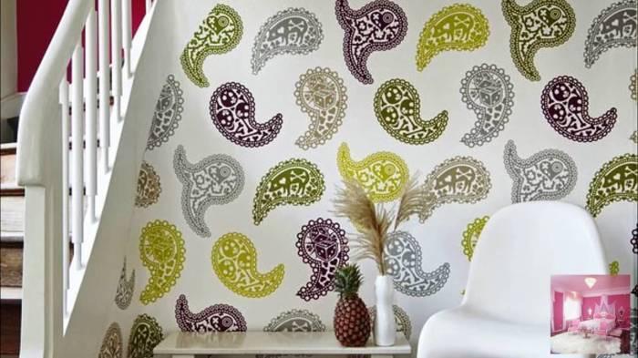 Яркие детали помогут оживить интерьер. /Фото: i.ytimg.com