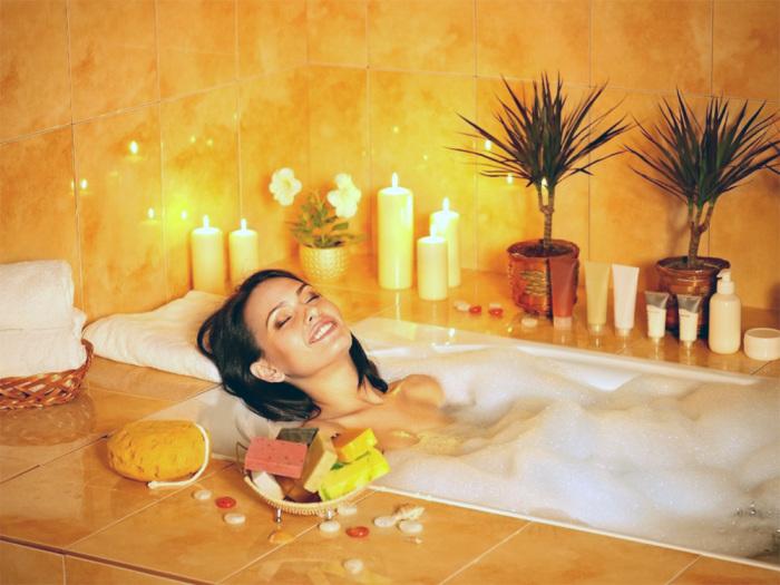 Горячая ванна снимает все стрессы. /Фото: www.o-vannoy.ru