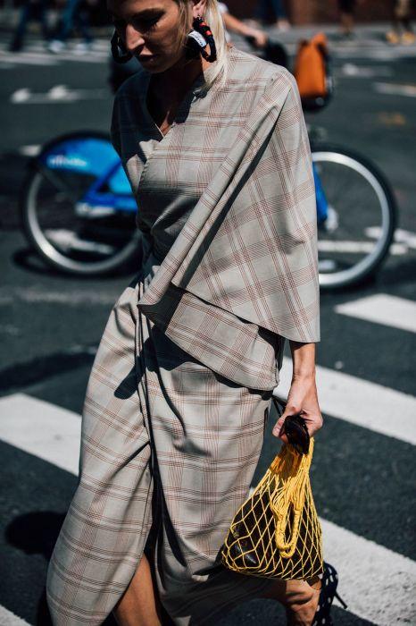 Яркая авоська. /Фото: www.fashionfreaks.gr